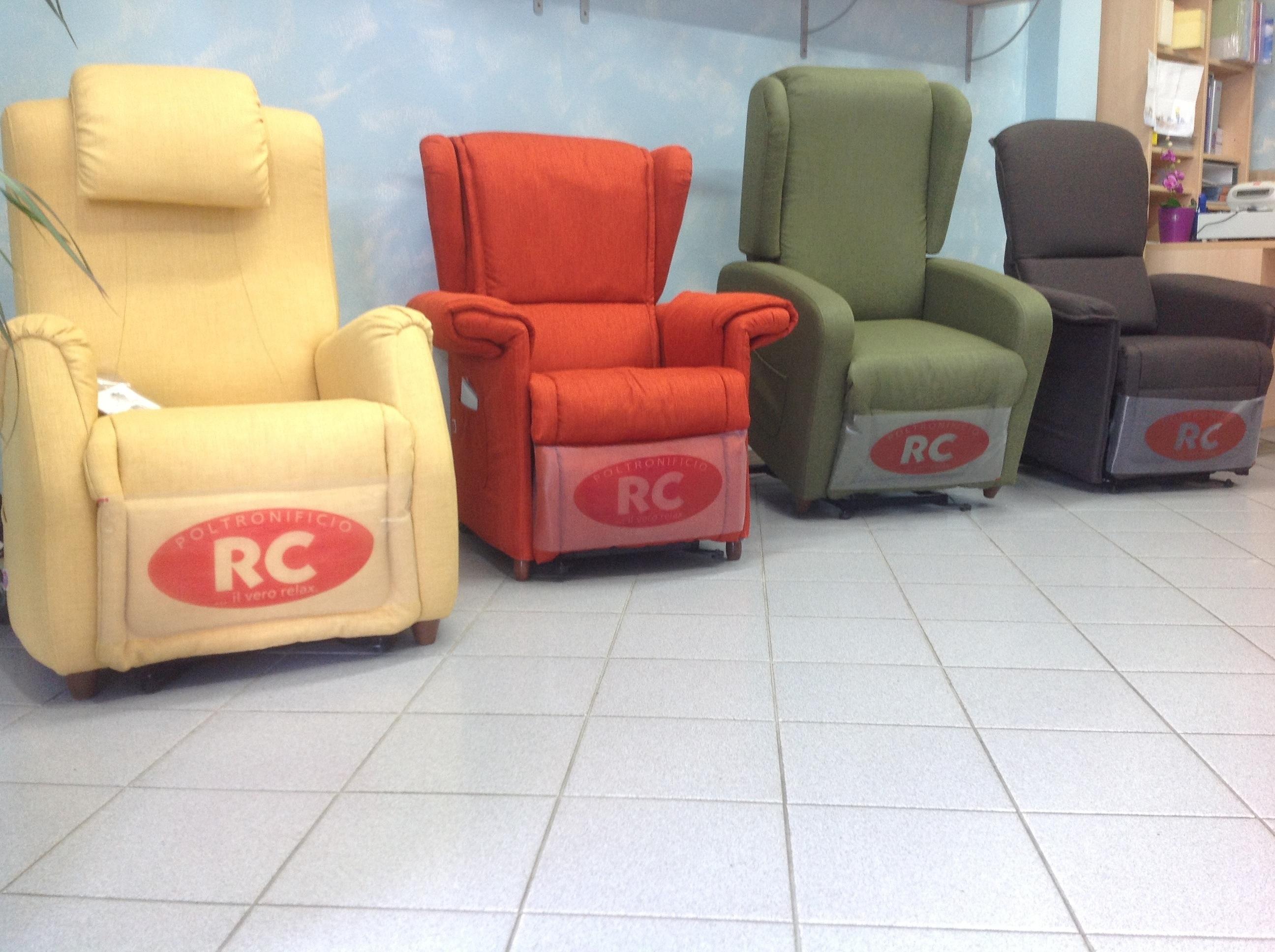 Poltrone relax divani e letti imbottiti materassi for Rivestimenti poltrone