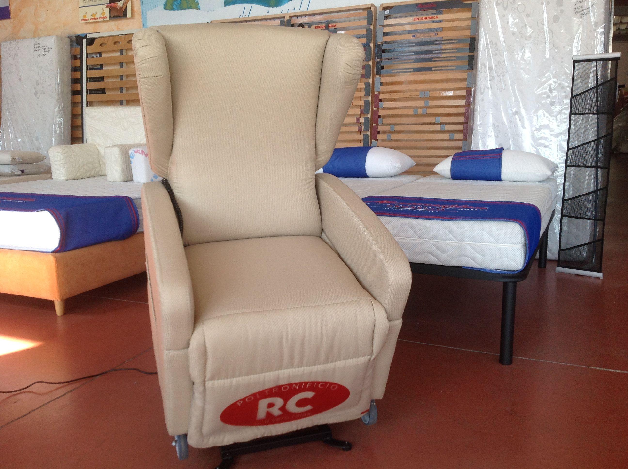 Poltrone relax divani e letti imbottiti materassi for Letti e divani